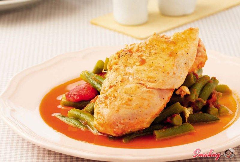 1533928772 fk Стручковая фасоль с курицей, чесноком и томатным соусом
